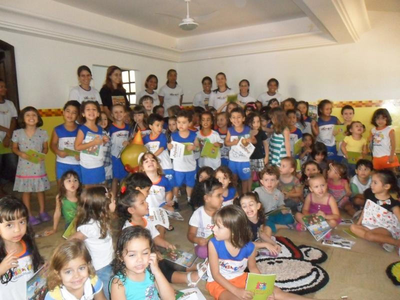 A escola de educação infantil Lápis de cor recebe os Macakids com muito carinho