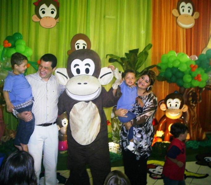 Os gêmeos Felipe e Matheus comemoram seus 4 anos com os Macakids