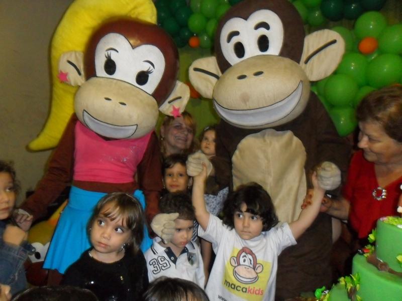 Pedro comemora seu aniversário com os Macakids