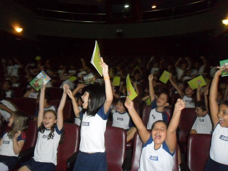 Pré lançamento DVD Macakids no teatro Sesi